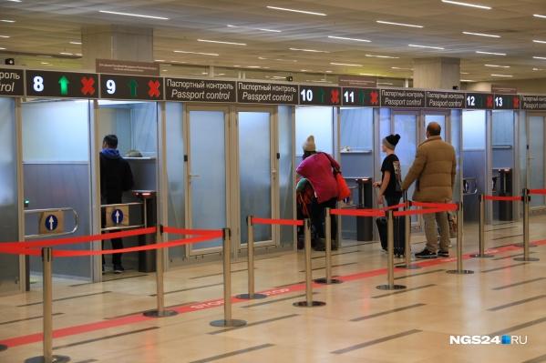 Должников разворачивают в аэропорту