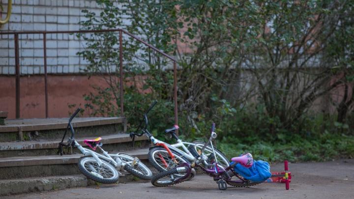 В Ярославле 12-летний мальчик воровал из подъездов самокаты и велосипеды: что ему за это будет