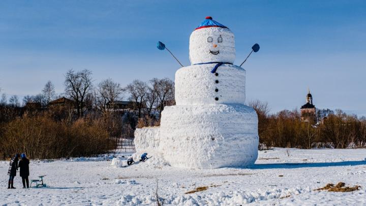 Гигантский снеговик, которого слепили пермяки зимой, победил в конкурсе SlivkiShow