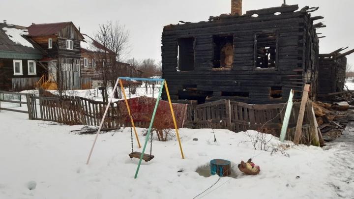 Из-за неисправной проводки в Корелах сгорел частный дом. Ветер перекинул огонь на баню