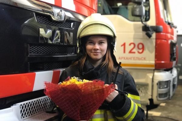 Прекрасных сотрудниц областной службы спасения поздравили цветами