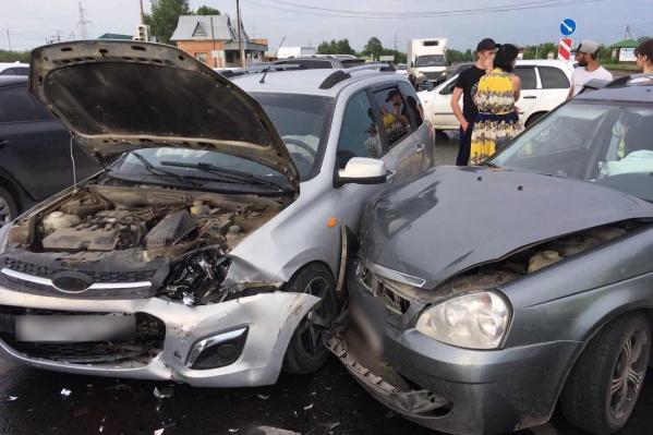 Удар пришёлся в переднюю часть авто