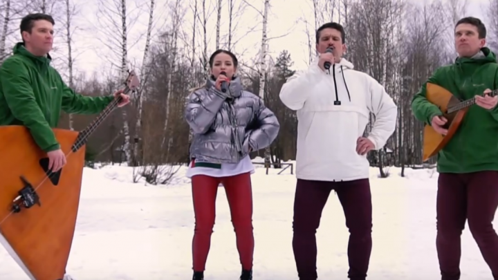 Пермский виртуоз-балалаечник снял «противовирусное видео» на песню LittleBig