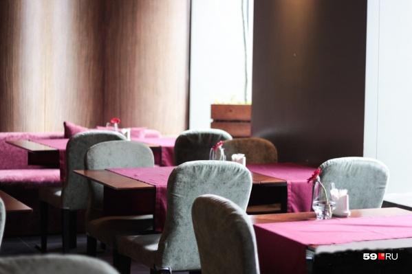 Многие кафе и ресторанчики, хоть и работали навынос, но выручка у них стала намного меньше