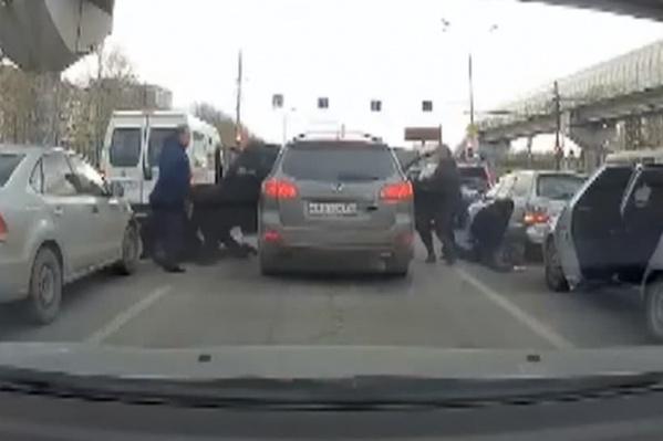 Угонщиков задержали прямо на дороге