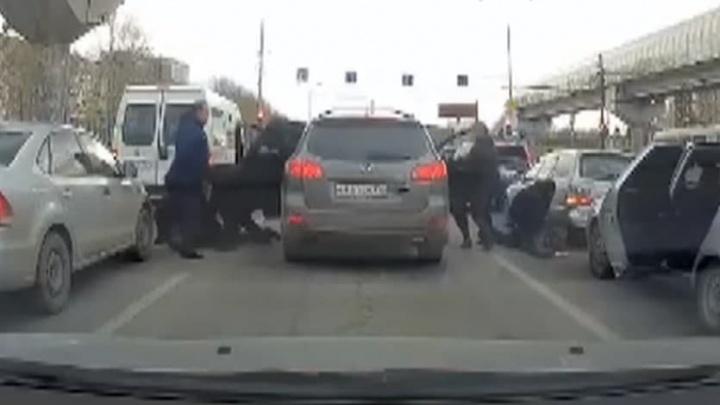 В Екатеринбурге поймали банду, которая угоняла корейские легковушки и японские внедорожники
