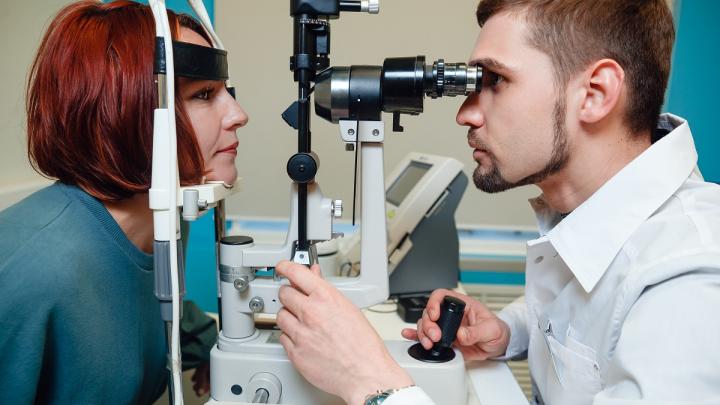 Увидеть мир по-новому без очков и линз: в Челябинске восстанавливают зрение пациентам с тонкой роговицей