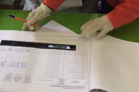 По словам Юрия, члены избиркома зачеркнули уже имеющиеся подписи