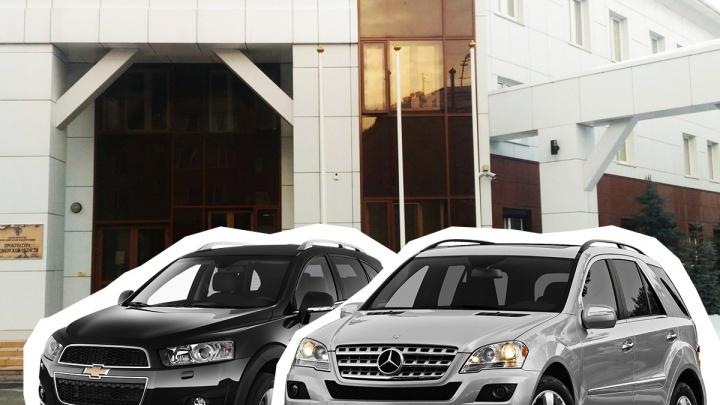 Украшают паркинг мотоциклами и ездят на иномарках: ВИП-гаражи главного прокурора Тюмени и его замов
