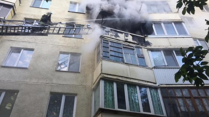 Девять детей эвакуировали из горящего многоквартирного дома в Уфе