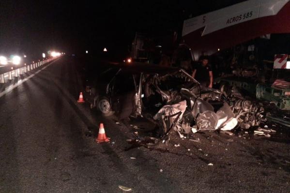 В аварии погибли два человека и один пострадал