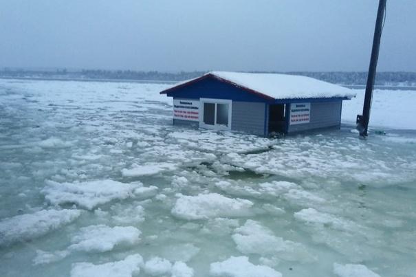 В Нарву отправили спасателей и подготовили пункты эвакуации из-за резкого подъема воды в Мане