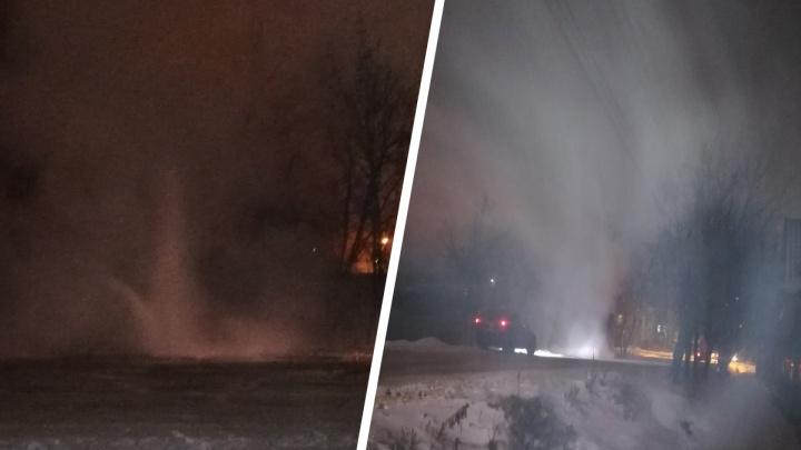 Сети не выдержали: в Ростове из-под земли вырвался фонтан кипятка. Люди остались без отопления