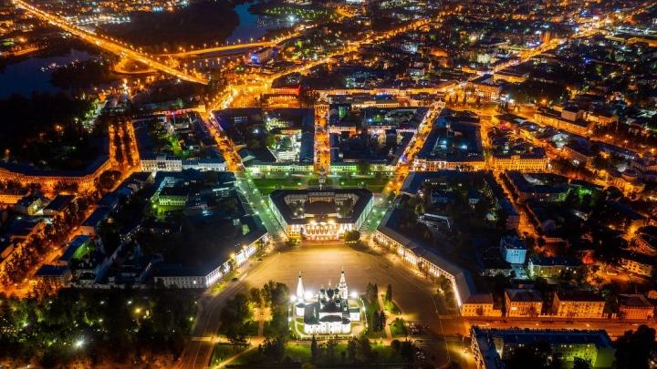 «Кажется нарисованным»: фотограф показал, как с высоты выглядит Ярославль. 37 завораживающих снимков