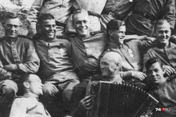 Василию Крылову было 40 лет, когда его призвали на фронт. 41-й день рождения спустя несколько месяцев он встретил в Карелии