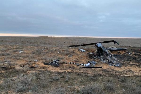Обломки небольшого вертолёта нашли в поле