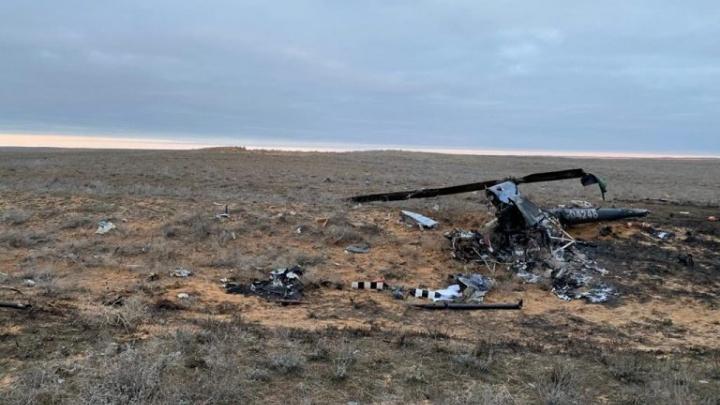 МЧС опубликовало фото с места авиакатастрофы волгоградского вертолёта под Астраханью