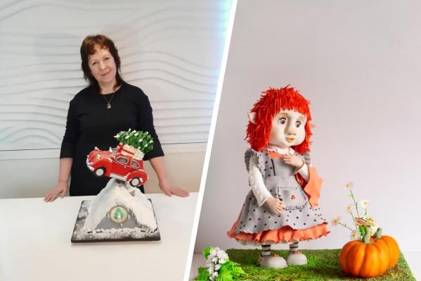 Конкурсная работа (справа) сделана из пластичного шоколада и мастики