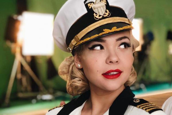 Девушка в неофициальном клипе под песню группы The Weeknd предстала в образе капитана