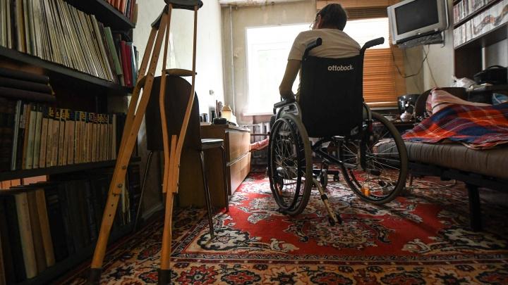 «Мне стало понятно, почему в здании пустынно»: журналист в коляске — о попытке получить протез