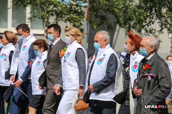 """Кажется <a href=""""https://ufa1.ru/text/health/69337483/"""" target=""""_blank"""" class=""""_"""">проводить парад медиков</a> было рановато"""