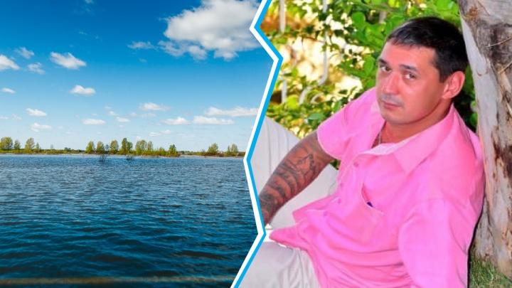 В реке под Тюменью ищут пропавшего рыбака с татуировками смерти и мечети
