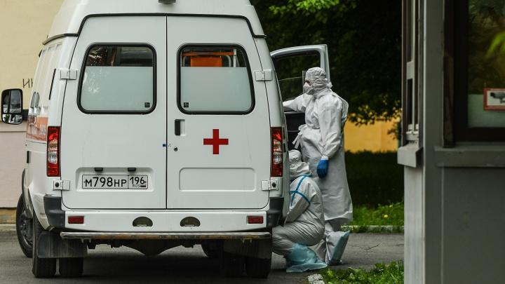 В оперштабе объяснили, почему екатеринбуржцы с коронавирусом часами ждут госпитализации