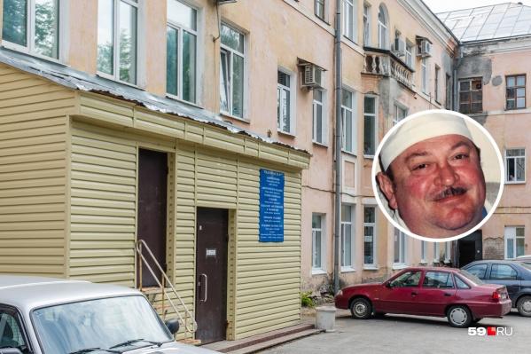 Юрий Жихарев много лет проработал акушером-гинекологом в больнице на Гайве
