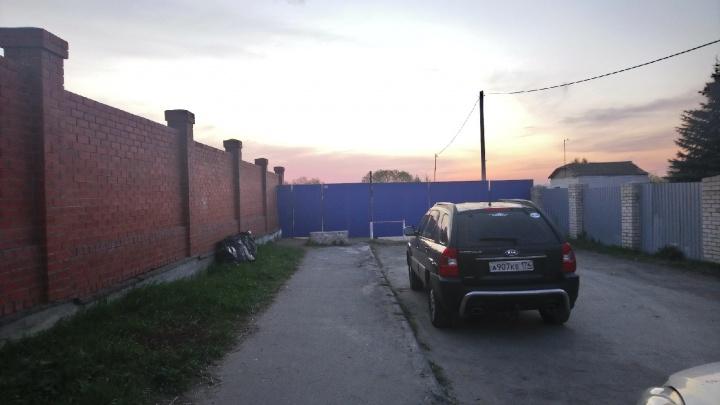 Заброшенный пляж в Челябинске обнесли забором и сделали платным