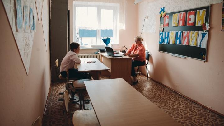 Репортаж из самой маленькой тюменской школы, где есть класс с двумя учениками (один сегодня не пришел)