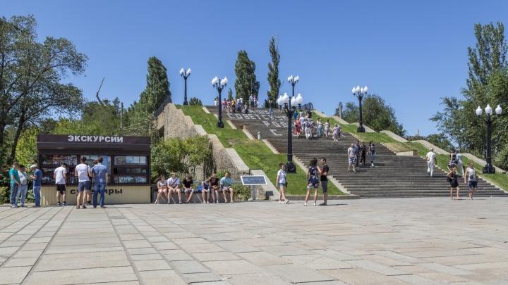 В Волгограде на Мамаевом кургане стёрли надпись: «За нашу советскую Родину! СССР!»