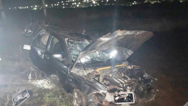Машина упала на крышу: три человека пострадали в ДТП под Самарой