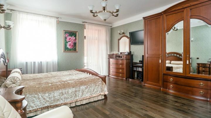 В Новосибирске продают четырехэтажную квартиру (там есть свой лифт). Фото жилья за 58 миллионов