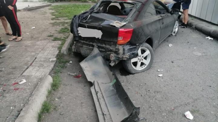 Пьяный сибиряк влетел в парковочный карман, врезался в машину и задавил 17-летнего пешехода насмерть