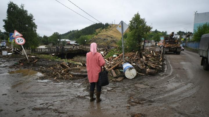Разбитые мосты, искореженные дома: 45 эпичных кадров из затопленных Нижних Серег