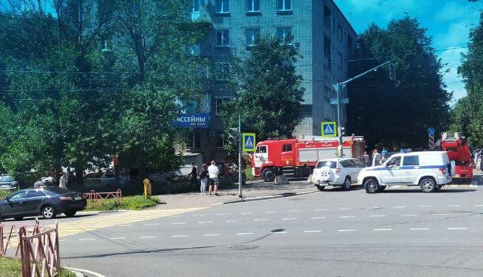 В центре Ярославля из-за пожара перекрыли дорогу
