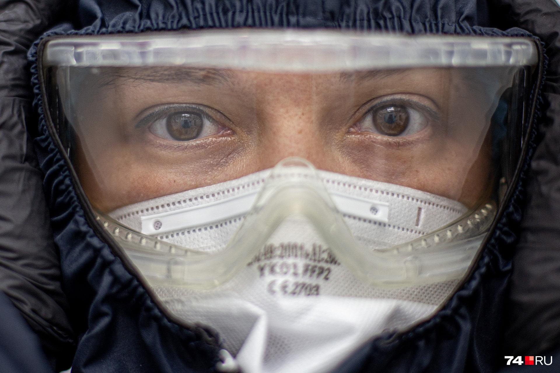 Лицо врача увековечили на фотографиях, билбордах и граффити