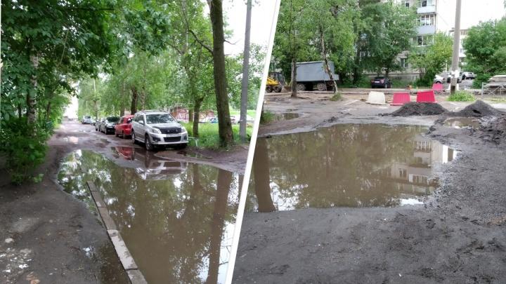 Родная лужа: жительница Архангельска показала двор около своего дома, куда не заезжают такси