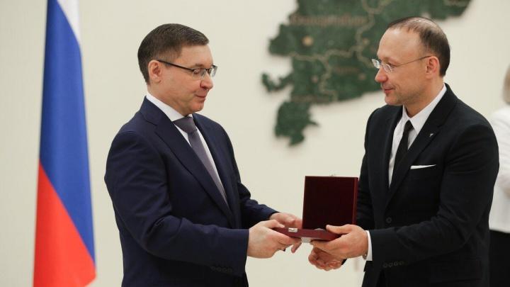 По указу Путина: Игорь Алтушкин получил награду из рук нового уральского полпреда