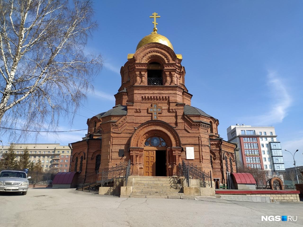 В Соборе во имя Александра Невского также почти нет людей