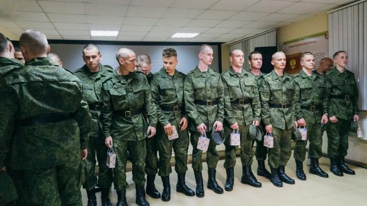 В Омске начали работать призывные комиссии