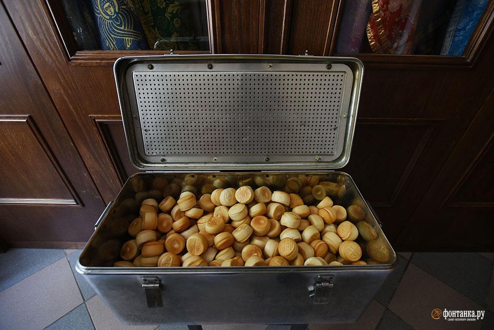 просфоры в Андреевском соборе хранятся в немецком хирургическом автоклаве, который принесла Нина Николаевна