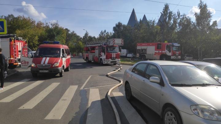 В челябинской высотке за «Родником» произошёл крупный пожар, есть пострадавшие