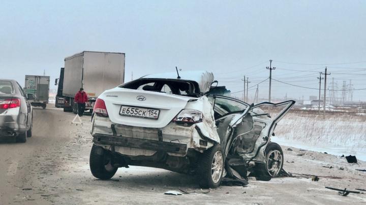 Под Новосибирском столкнулись «Газель», иномарка и фура — в аварии погибла беременная женщина