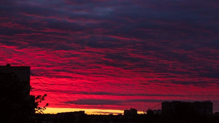 На Екатеринбург опустился кровавый закат: публикуем лучшие кадры