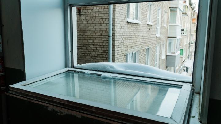 В Прикамье студентка погибла, спускаясь из окна общежития по связанным простыням