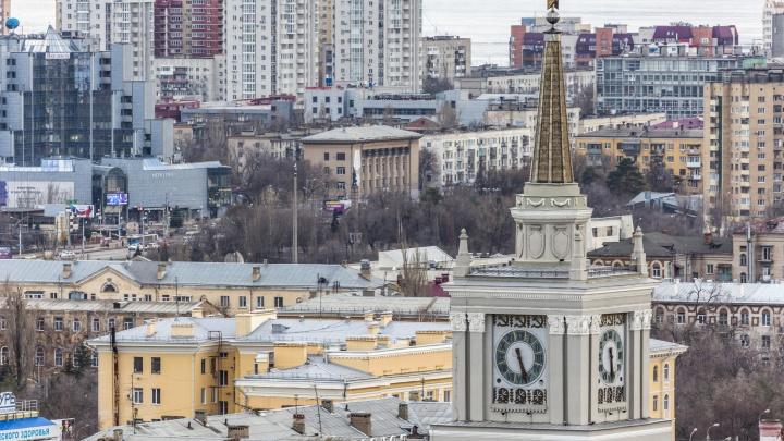 «Хватит баламутить город инициативами»: продюсер призвал к бойкоту сбора подписей за перевод часов в Волгограде