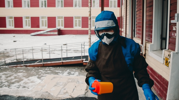 Количество заболевших продолжает снижаться: у скольких жителей Тюменской области выявили COVID-19