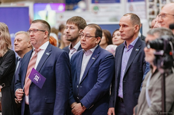 Мурат Тулебаев (в центре фото)— один из старожилов Тюменской городской думы