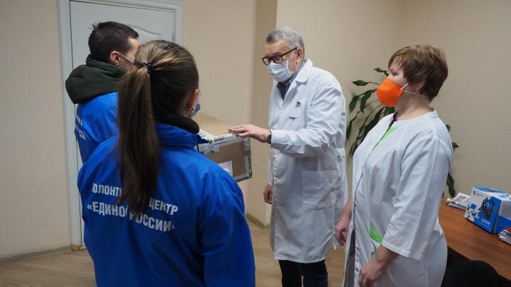 Медикам ГКБ №2 передали фильтры для защиты органов дыхания